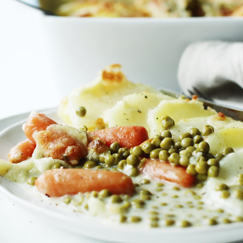 Kartoffel-Kohlrabi-Gratin mit Erbsen und Möhrchen