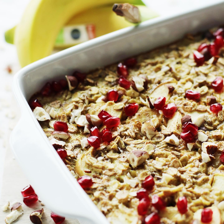 Frühstücksauflauf mit Früchten und Nüssen